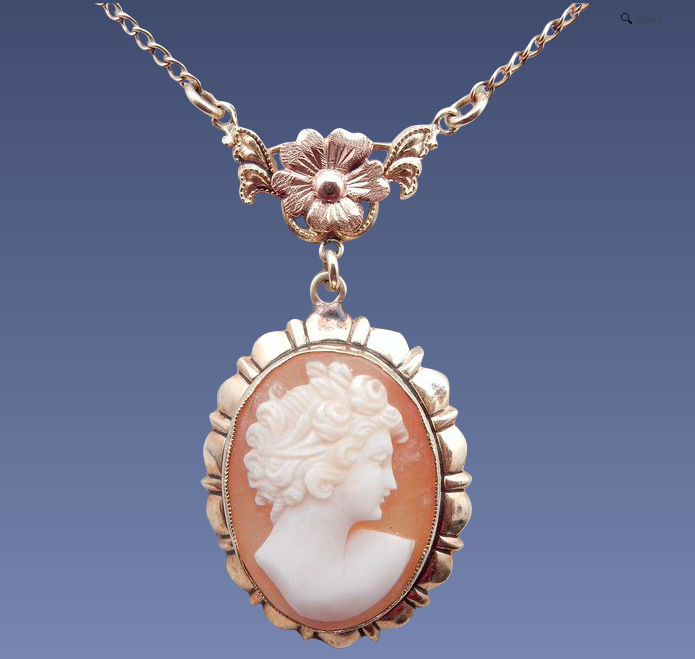 10 Karat lovely Shell Cameo pendant
